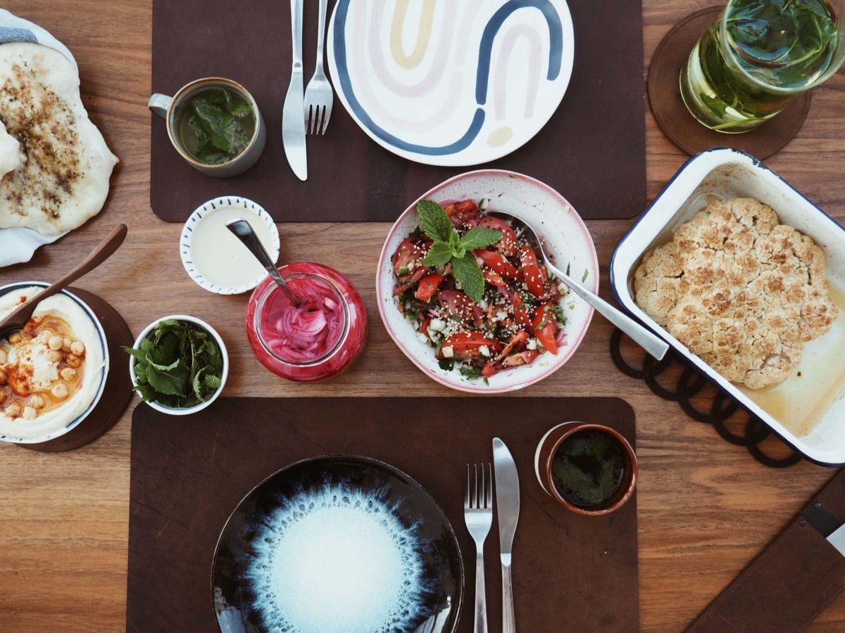 Teller  Abendessen  gedeckter Tisch   Wunschleder HOME