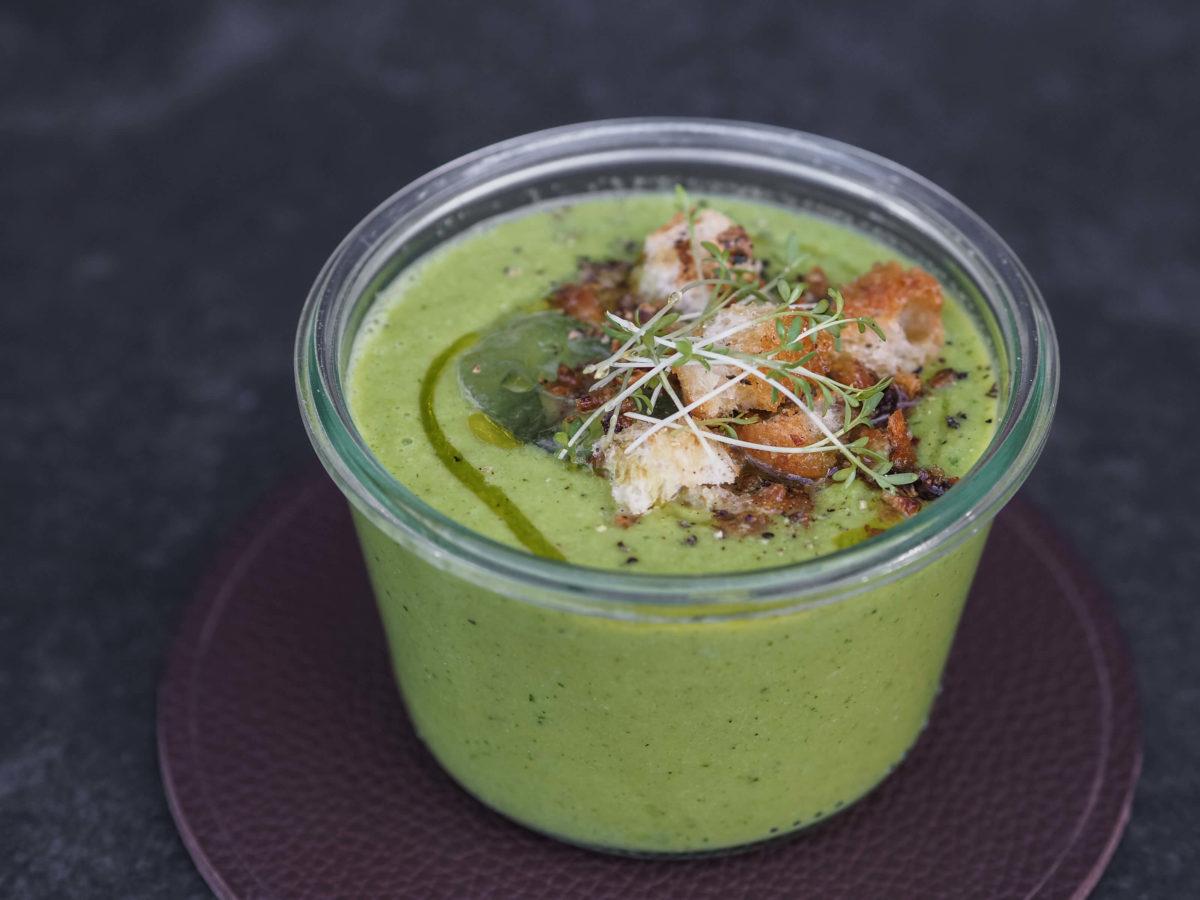 Grüne Gazpacho |Microgreens |Olivenöl | Tischset