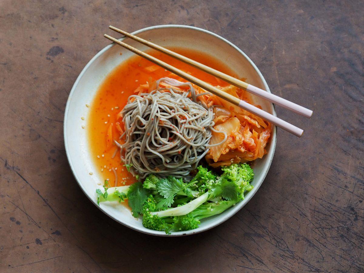 Brokkoli |Koriander |Sobanudeln |Karotten | Kimchi