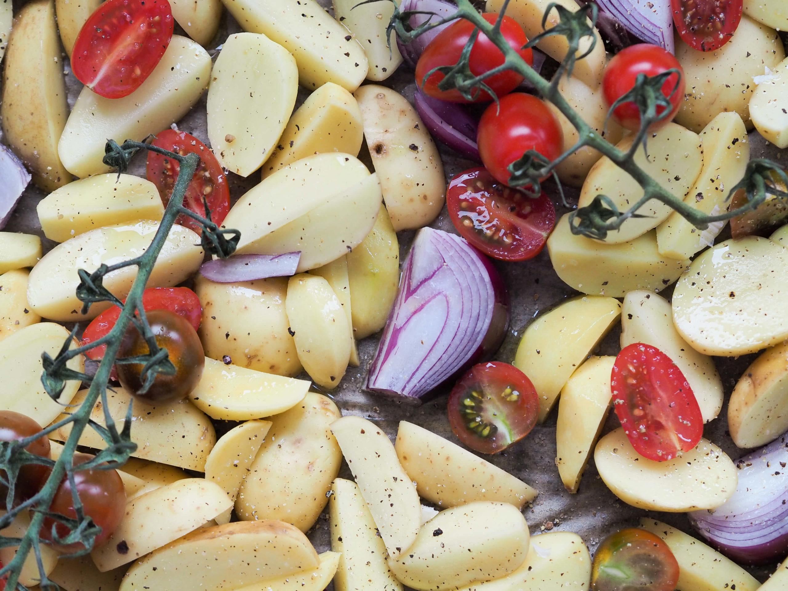 Ofenkartoffeln |Rote Zwiebeln |Knoblauch |Schmorrtomaten