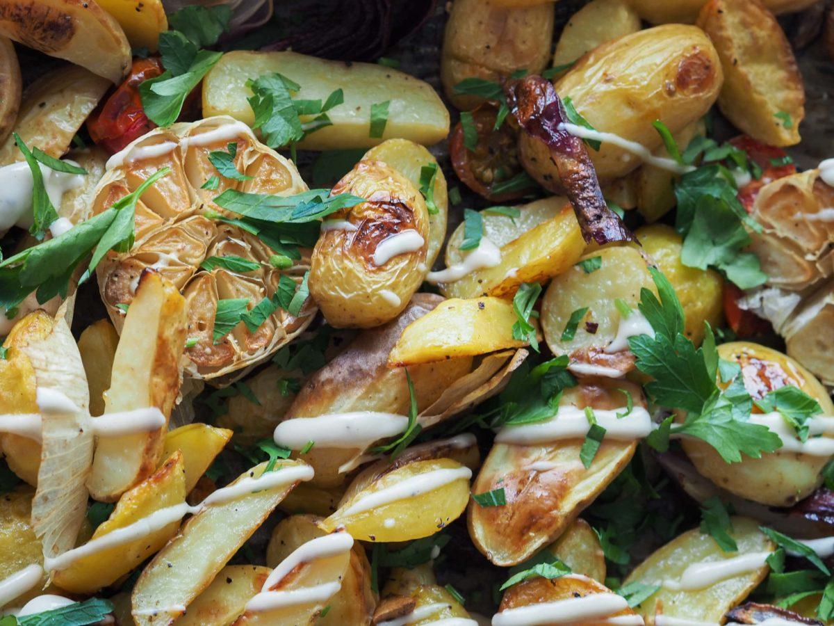 Ofenkartoffel  Knoblauch  Schmorrtomaten
