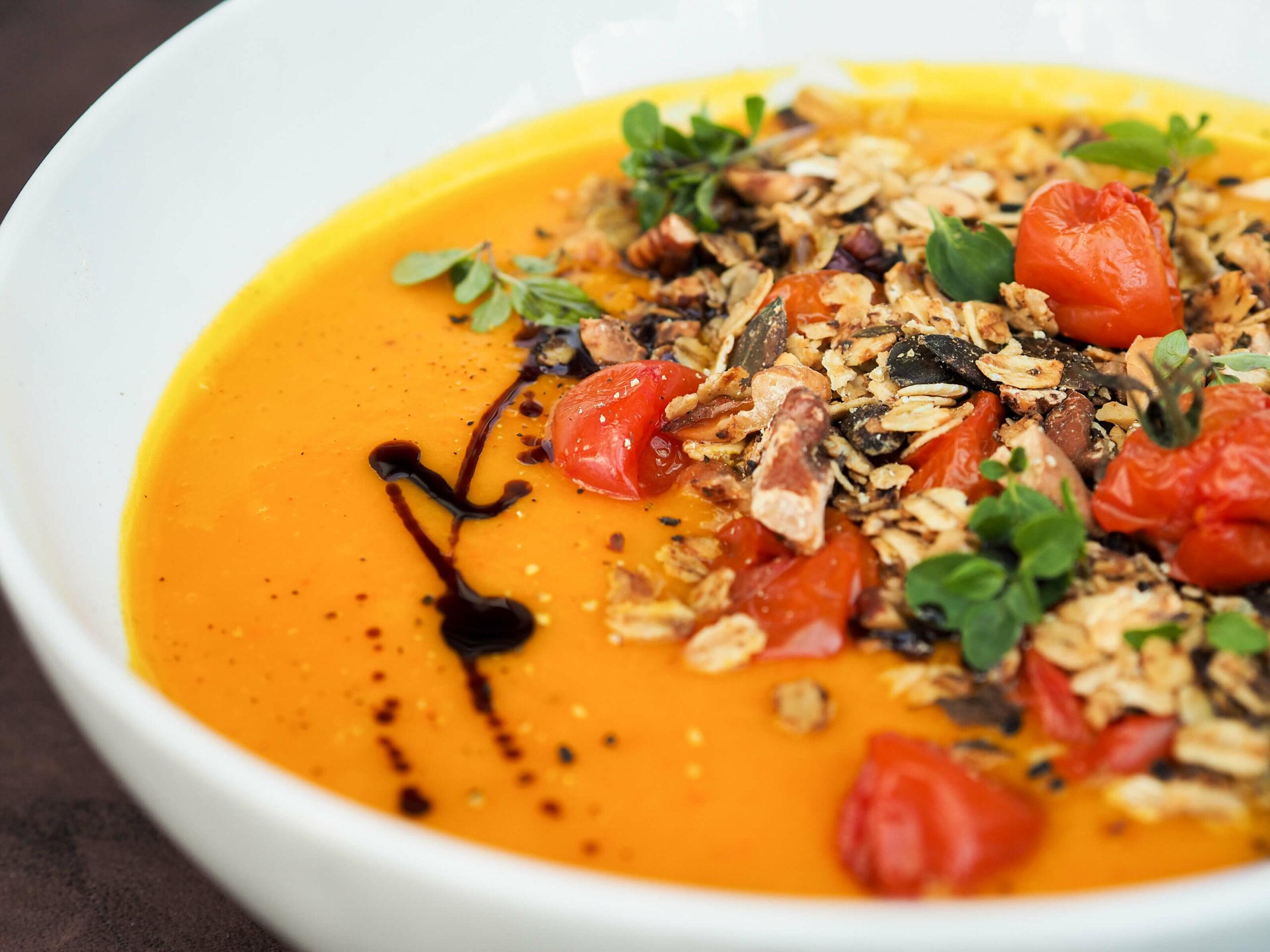 geröstete Kürbissuppe |Sauerteigbrot |Herbst | Suppe | herzhaftes Granola
